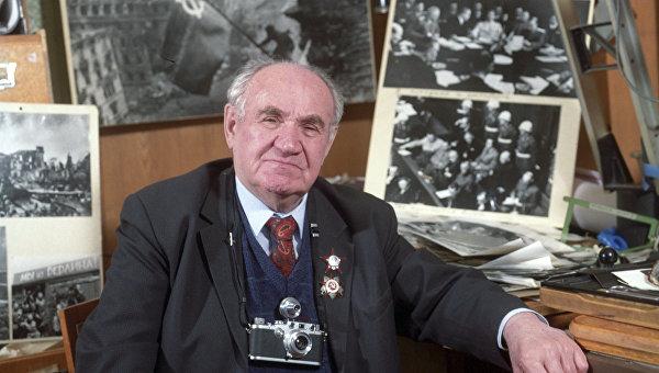 Военный фотокорреспондент Евгений Халдей, прошедший с камерой всю Великую Отечественную войну