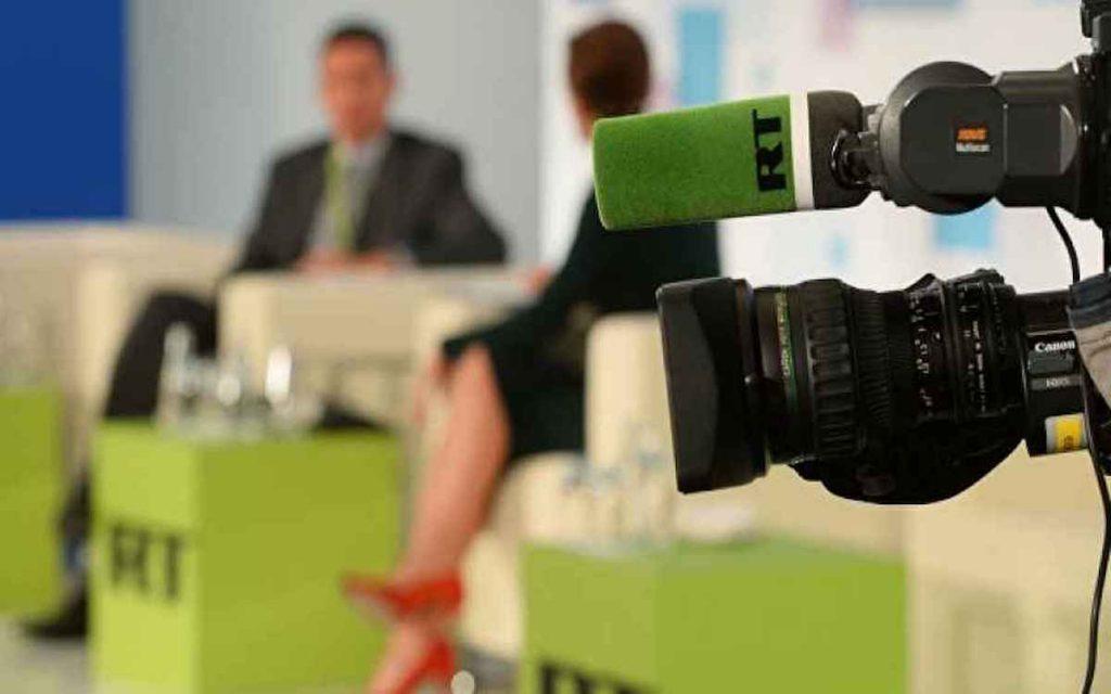 Многие медийные личности боятся приходить в эфир телеканала RT из-за страха стать объектом травли со стороны западных СМИ