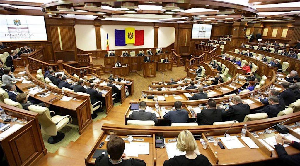 Заседание парламента Республики Молдова, где правит коалиция меньшинства — численно проевропейские силы находятся в меньшинстве, но им подыгрывают коммунисты, владеющие «золотой» акцией