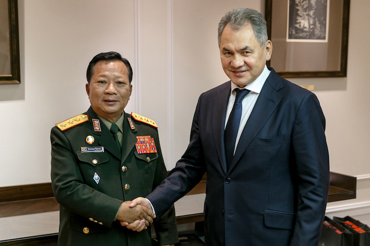 Сергей Шойгу и Тянсамон Тяннялат (министр обороны Лаоса)