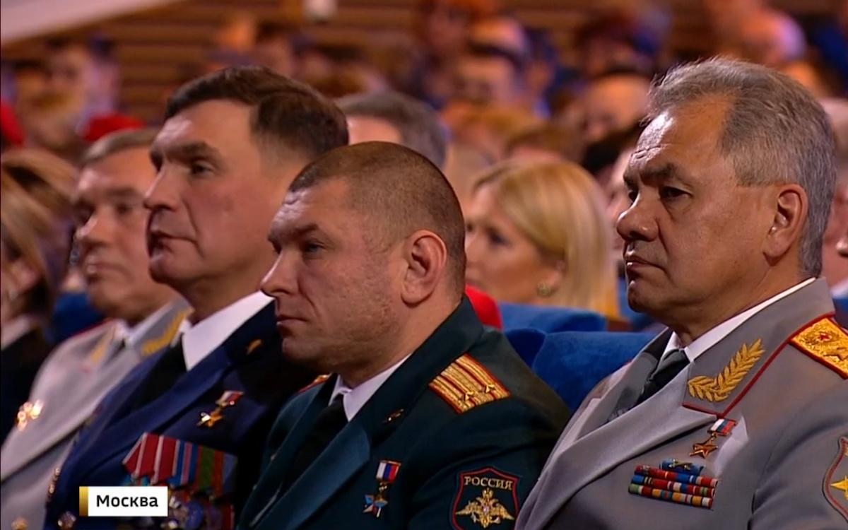 В зале было много героев России