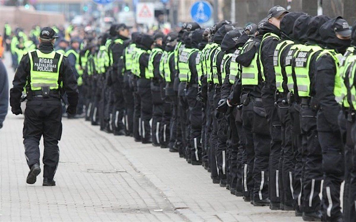 Латвия. Уголовное преследование защитников русских школ