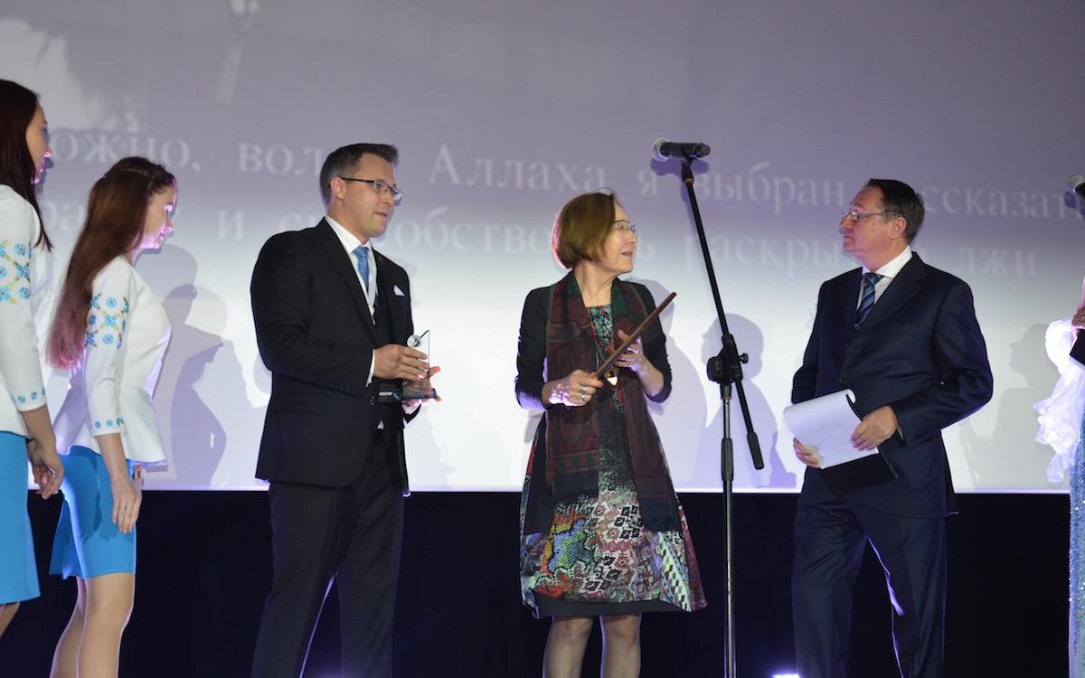 «Евразия.DOC» 2018. Награждение одного из победителей — Асии Байгожиной с фильмом «В поисках веры», Казахстан