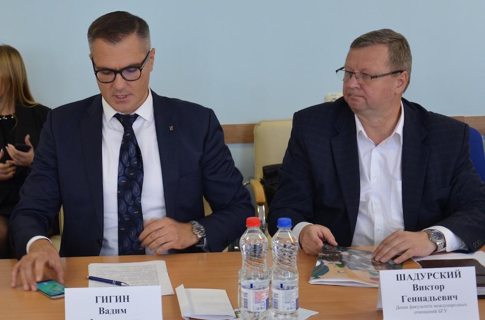 В.Гигин (слева) и В.Шадурский