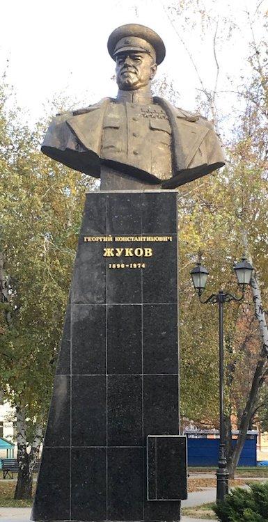 Бюст маршалу Жукову в Харькове