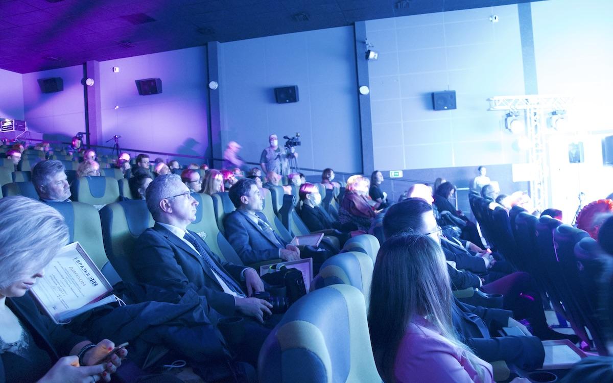 Смоленск. Социальная дистанция в кинотеатре «Смена»