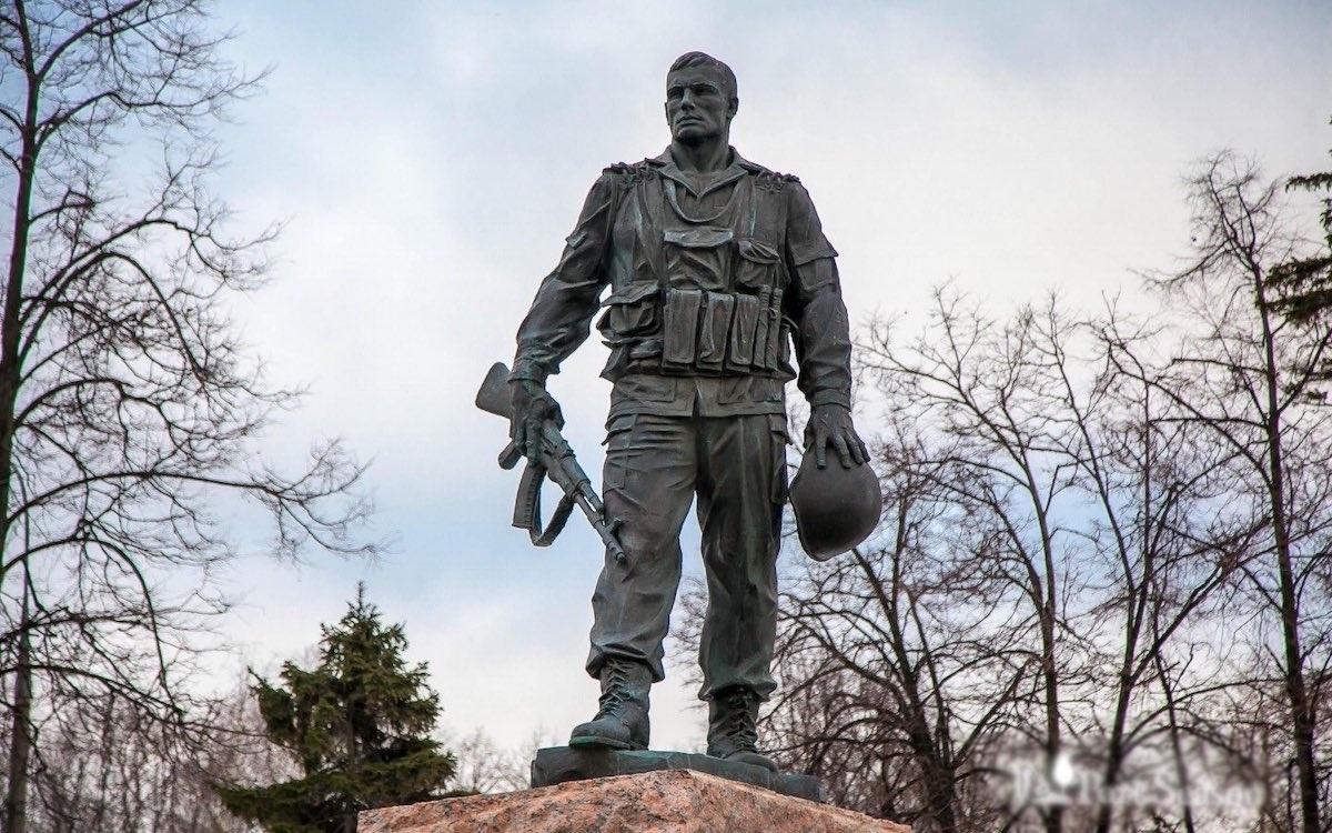 Памятник воинам-интернационалистам в Парке Победы на Поклонной горе